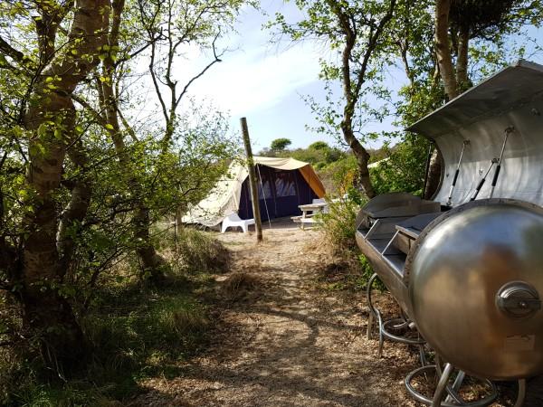 Camping_de_Lakens_de_waardtenten_bbq.jpg